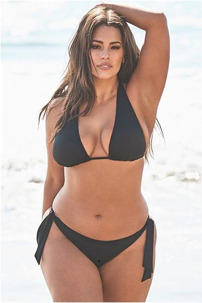 This photo demonstrates why Ashley Graham is one of the leading plus size swimwear models in the wrols. This babe is so sexy, elegant and classy. Her body is curved to perfection. This side tie triangle scoop bikini hugs her beautiful body showing off her perfect physique.